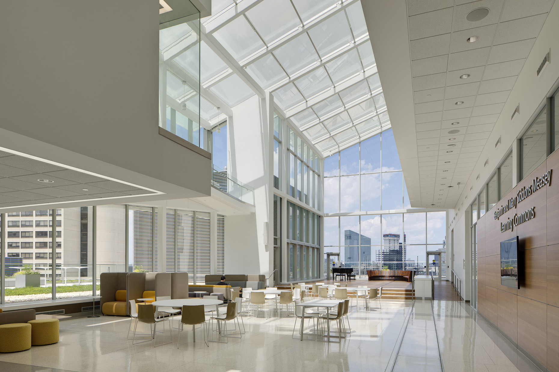 UPenn Jordan Medical Education Center by Rafael Viñoly Architects, PC photographed by Brad Feinknopf based in Columbus, Ohio
