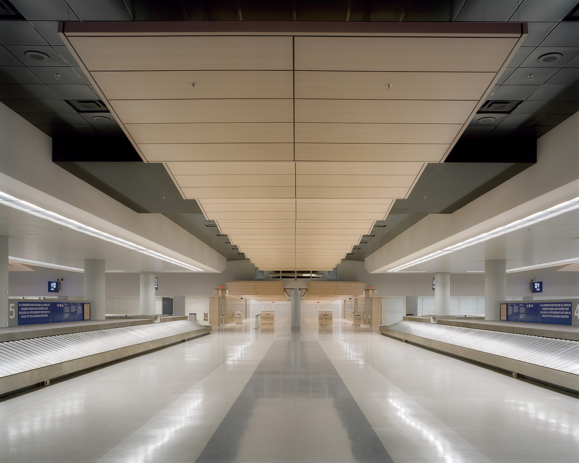 DFW International Airport by HNTB photographed by Brad Feinknopf based in COlumbus, Ohio