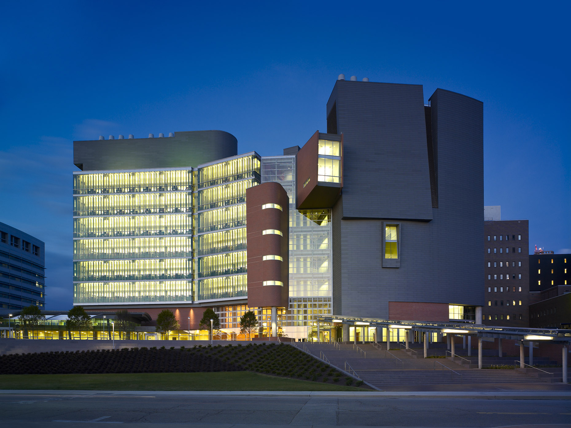 C.A.R.E. / Crowley Building at the University of Cincinnati Medical Center by Studios Architecture