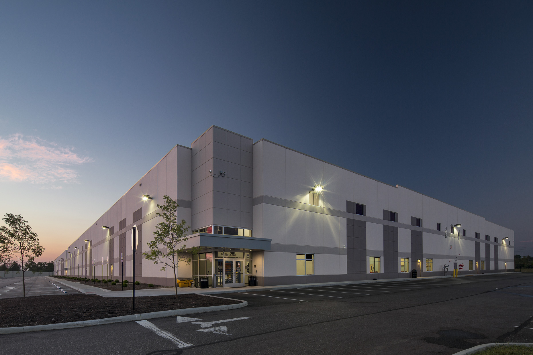 Amazon CLE-5 Fulfillment Center by Arco National Construction photographed by Lauren K Davis based in Columbus, Ohio